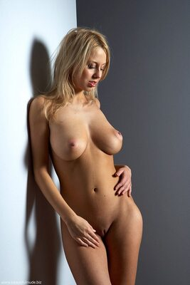 Picture tagged with: Busty, Blonde