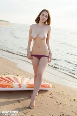 Picture tagged with: Brunette, Busty, Eva Elfie, Beach, Boobs, Tummy