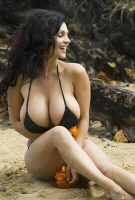 Picture tagged with: Busty, Brunette, Beach
