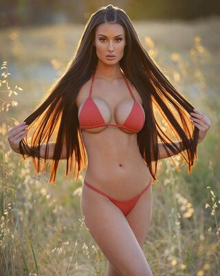 Picture tagged with: Bianca Kmiec, Brunette, Busty, Bikini, Tummy