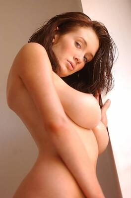 Picture tagged with: Brunette, Busty, Peta Todd