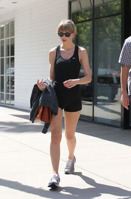 Picture tagged with: Celebrity - Star, Sport, Taylor Swift