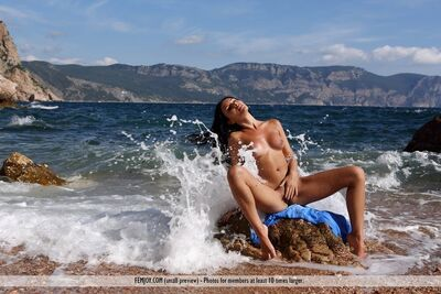 Picture tagged with: Femjoy, Beach