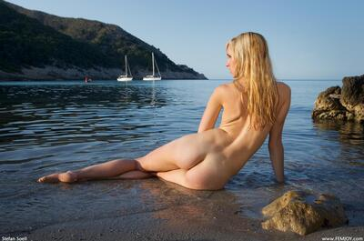 Picture tagged with: Blonde, Busty, Corinna, Femjoy, Perfect waves