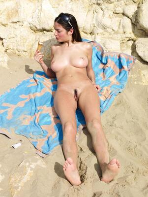 Picture tagged with: Brunette, Busty, Hegre Art, Lazy on the Beach, Muriel