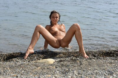 Picture tagged with: Brunette, Foxy Di - Nensi B, MET Art, Uginta, Beach