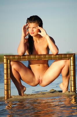 Picture tagged with: Brunette, MET Art, Uma B, Vinenias, Beach, Pussy