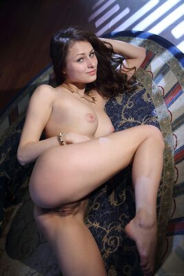 Picture tagged with: MET Art, Brunette, Lediga, Yarina A