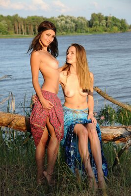 Picture tagged with: Brunette, MET Art, Terida, Vittoria A, Yarina A, Lesbian, Nature