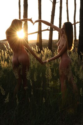 Picture tagged with: MET Art, Brunette, Lesbian, Nature, Terida, Vittoria A, Yarina A
