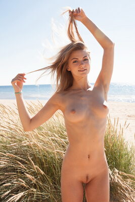 Picture tagged with: MET Art, Skinny, Blonde, Beach, Boobs, Cute, Nature, Patritcy A, Smiling, Tummy, Yalline