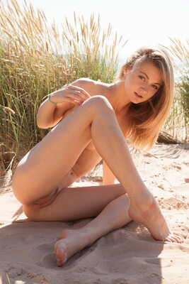 Picture tagged with: MET Art, Skinny, Blonde, Beach, Nature, Patritcy A, Yalline