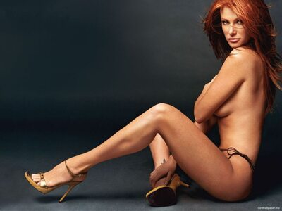 Picture tagged with: Angie Everhart, Redhead, Legs