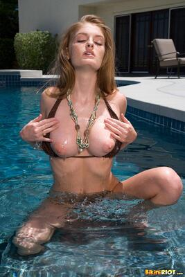 Picture tagged with: Faye Reagan, Redhead, Boobs, Pool