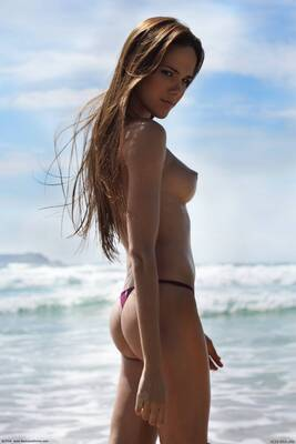 Picture tagged with: Skinny, Ass - Butt, Beach, Boobs, Roberta Murgo