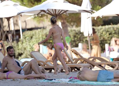 Picture tagged with: Skinny, Blonde, Amelia Windsor, Beach, Celebrity - Star, Small Tits