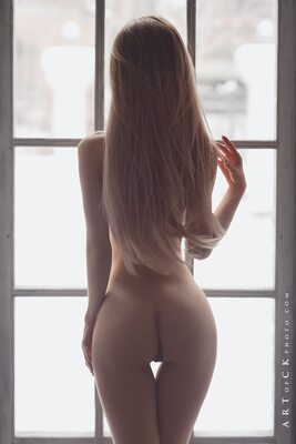 Picture tagged with: Skinny, Anna Tsaralunga, Blonde, Ass - Butt