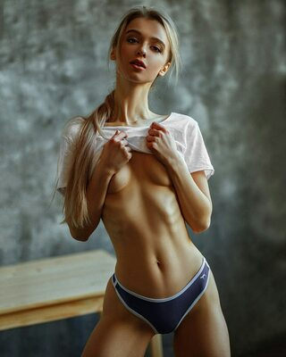 Picture tagged with: Skinny, Blonde, Anna Tsaralunga, Tummy