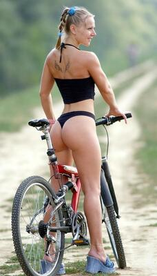 Picture tagged with: Skinny, Blonde, Ass - Butt, Sport