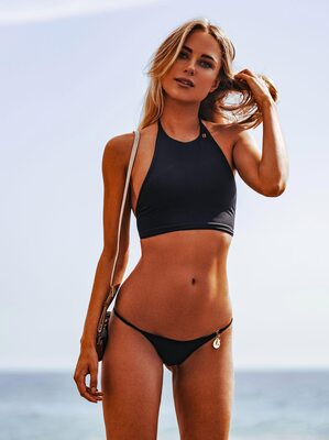 Picture tagged with: Skinny, Blonde, Celebrity - Star, Kimberley Garner, Tummy