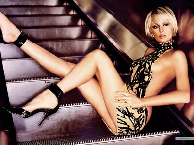 Picture tagged with: Skinny, Blonde, Paris Hilton, Celebrity - Star