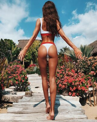 Picture tagged with: Skinny, Brunette, Carlota Enseñat, Ass - Butt, Bikini