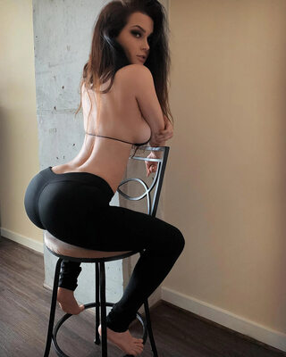 Picture tagged with: Skinny, Brunette, Ass - Butt, Niece Waidhofer