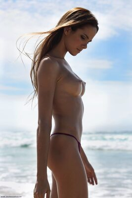 Picture tagged with: Skinny, Brunette, Beach, Boobs, Roberta Murgo, Tummy