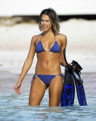 Picture tagged with: Skinny, Brunette, Bikini, Celebrity - Star, Jessica Alba, Tummy