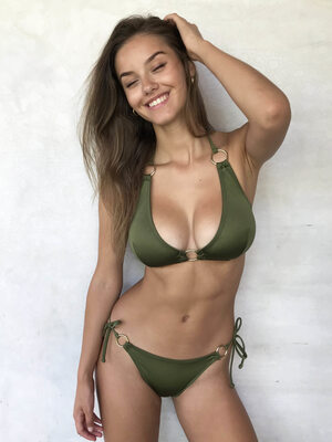 Picture tagged with: Skinny, Brunette, Bikini, Nicola Cavanis, Smiling, Tummy