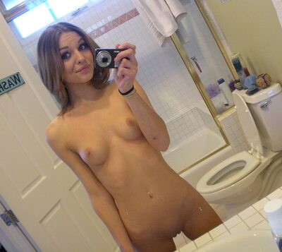 Picture tagged with: Skinny, Brunette, Kasey Chase, Selfie, Small Tits, Tummy