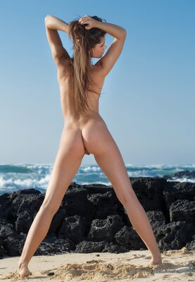 Picture tagged with: Skinny, Brunette, Little Caprice, Villade, Ass - Butt, Beach, Cute