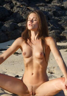 Picture tagged with: Skinny, Brunette, Little Caprice, Villade, Beach, Cute, Small Tits, Tummy
