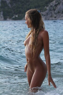 Picture tagged with: X-Art, Beach, Katya Clover - Mango A, The Naturist